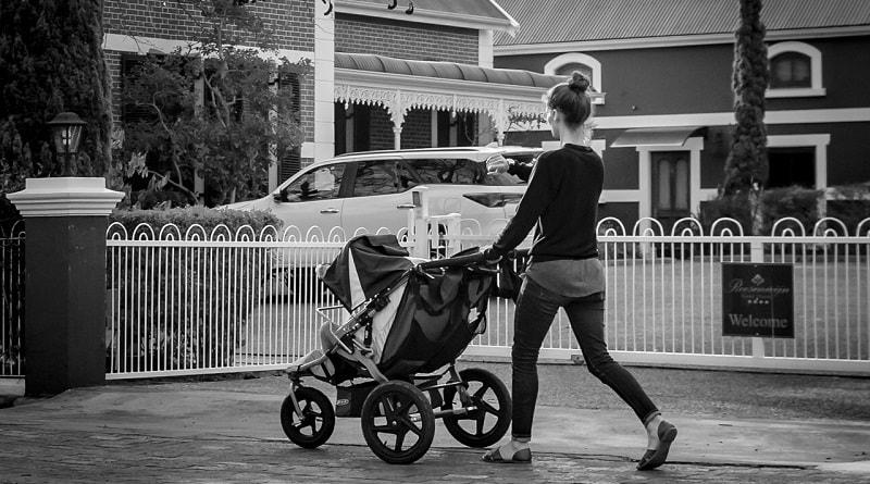 Как выбрать детскую коляску купить